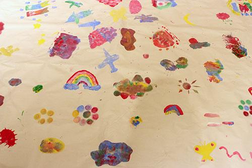みんなの大空を広げよう!~空の色ってどんな色~の作品を展示しています!