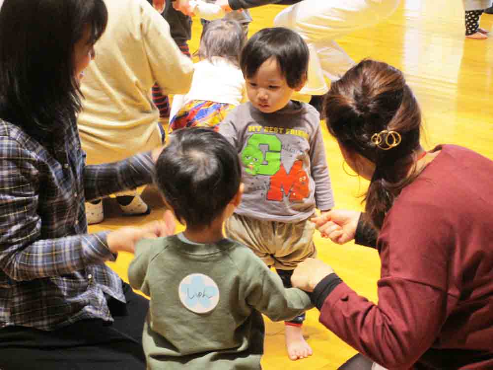 12月親子リトミック~笑顔いっぱい、元気に活動しました