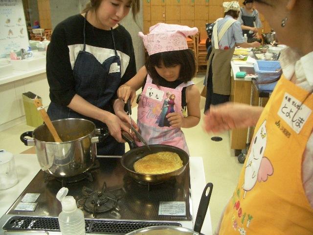 料理教室 「たっぷり夏野菜の米粉カレーとおかずクレープ」が開催されました。