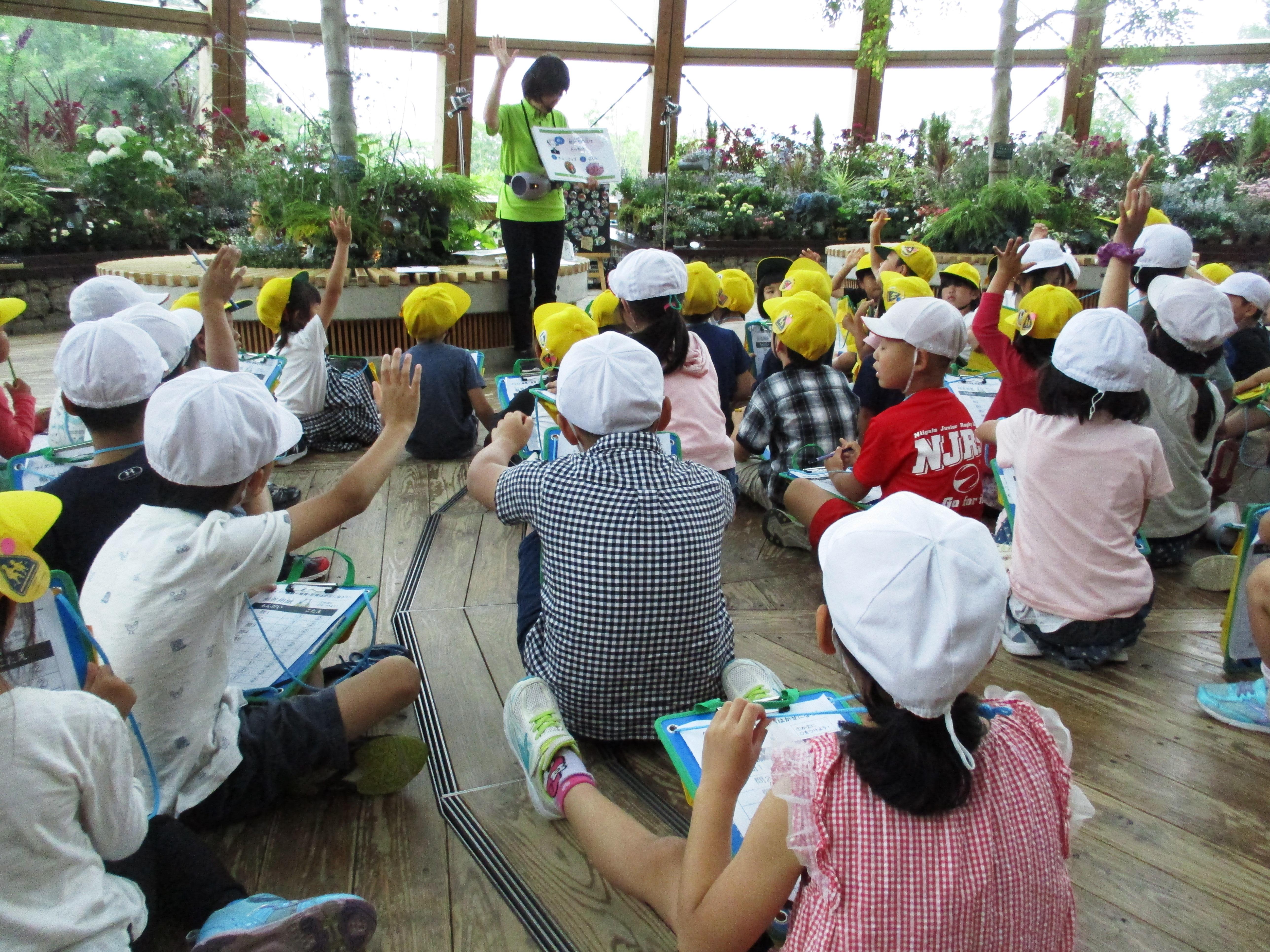 団体プログラム「クイズに挑戦~食育・花育はかせになろう~」