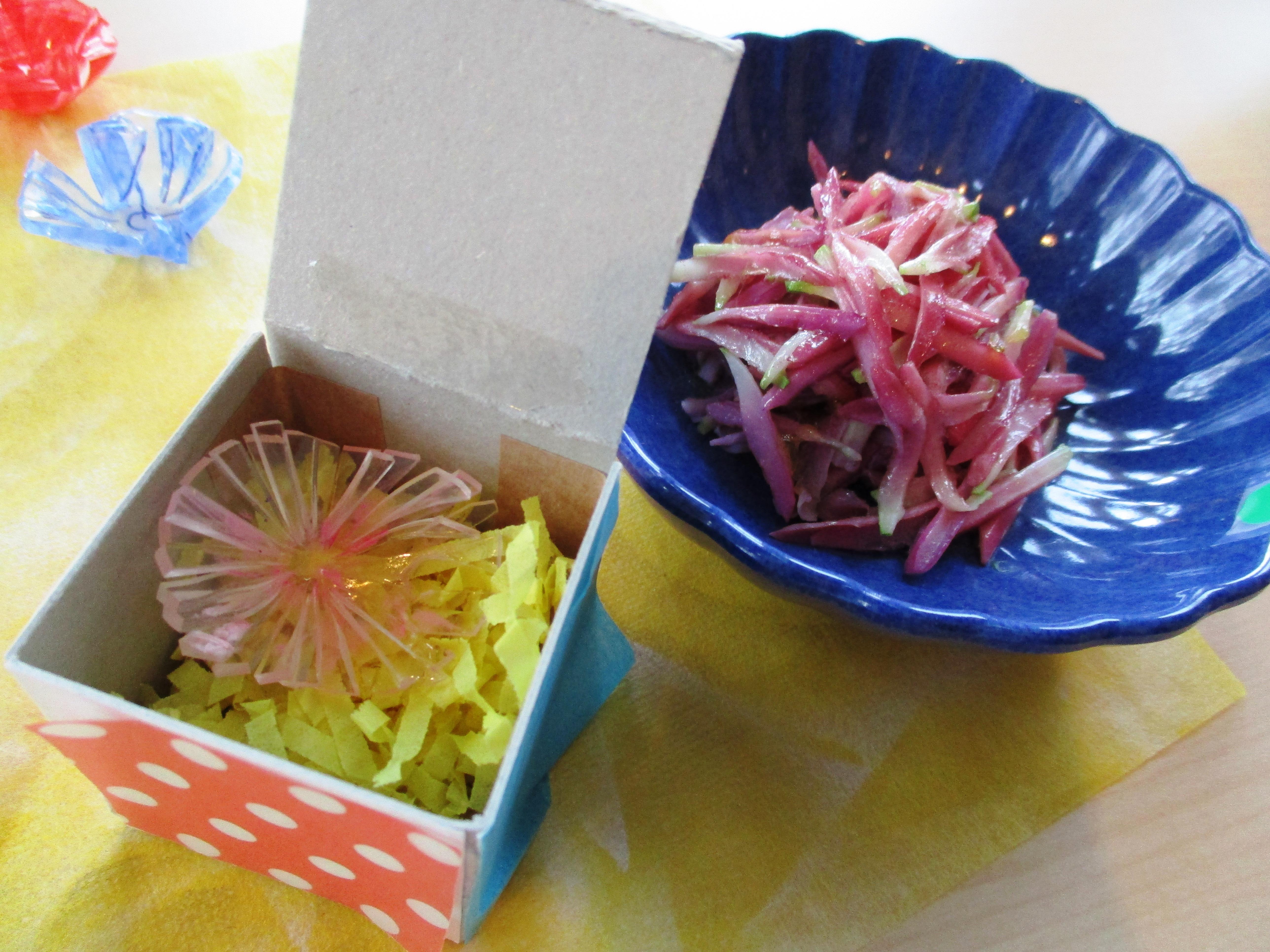食育ミニ体験「食育工作 プラバンでかきのもと作り」