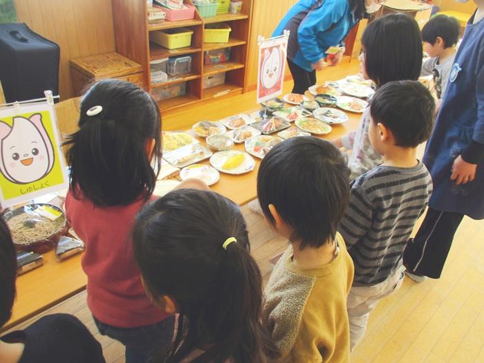 出張団体プログラム「食品サンプルを使って食事バランスをチェックしよう!」