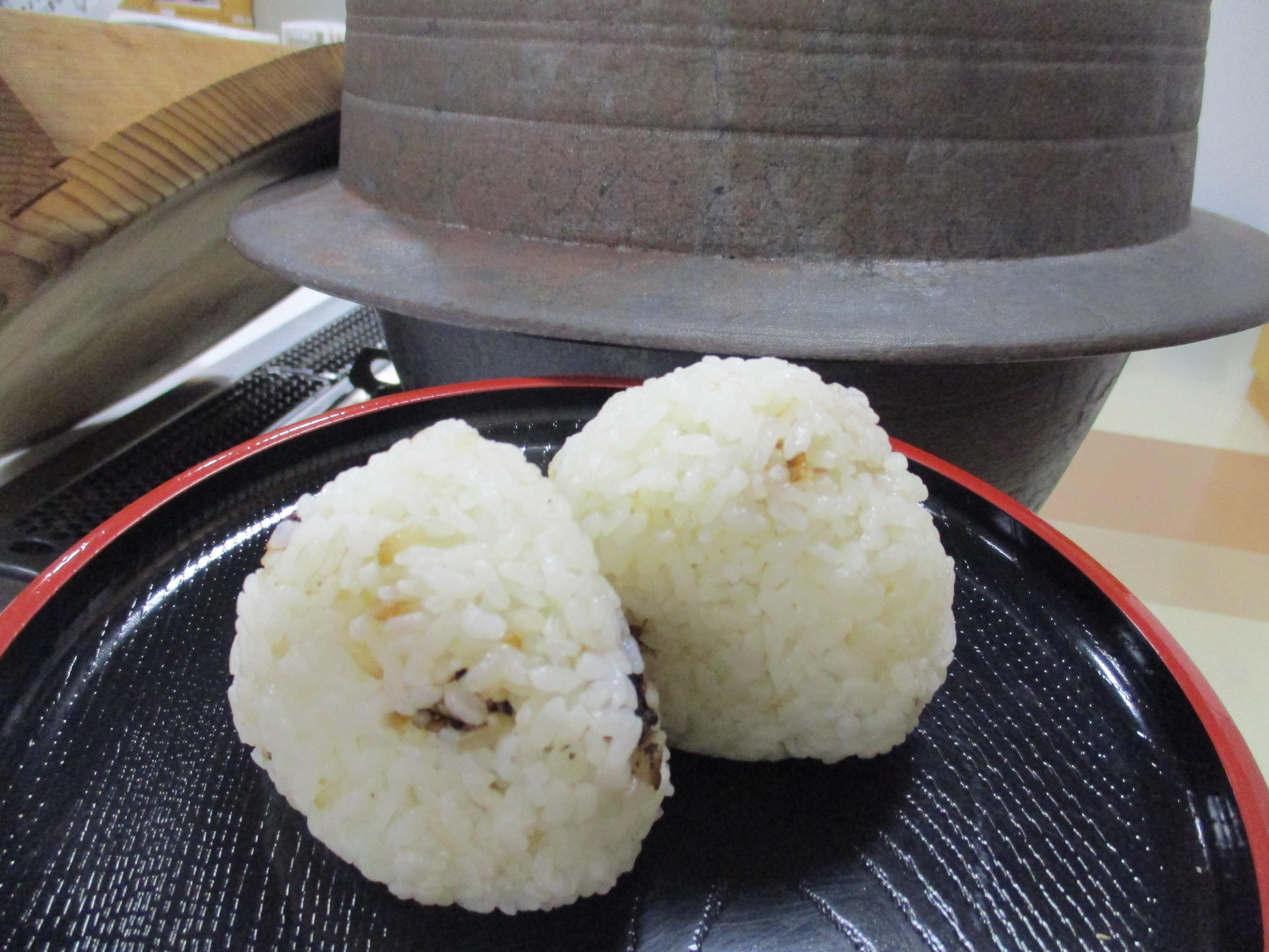 食育ミニ体験「羽釜で炊いたごはんで塩おむすび」